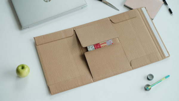 ecommerce book box brown in use